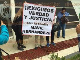 Coatepec, Ver., 22 de noviembre de 2017.- Previo a audiencia en Pacho Viejo por el caso de la desaparición y homicidio de Gemma Mávil, familiares de la víctima exigieron a justicia a las autoridades.