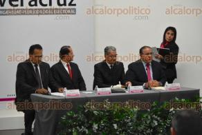 """Xalapa, Ver., 22 de noviembre de 2017.- Inauguran el coloquio """"El fortalecimiento del Sistema Nacional Anticorrupción"""" en el auditorio Leonardo Pasquel, en el OPLE."""
