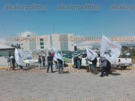 Xalapa, Ver., 22 de noviembre de 2017.- Campesinos de la congregación Pastorías, municipio de Actopan, afiliados al Consejo Veracruzano de Productores de Maíz, se manifestaron en la CONAGUA.
