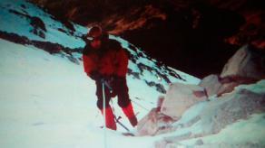 Ciudad Serdán, Puebla, 22 de noviembre de 2017.- Grupos de rescate han trabajado al máximo para recuperar el cuerpo del montañista, pero ha sido complicada la labor porque la zona está muy congelada y hay viento.