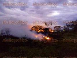 Actopan, Ver., 22 de noviembre de 2017.- La tarde de este miércoles se reportó el incendio de pastizales en la carretera de Cerro Gordo.