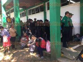 Xalapa, Ver., 23 de noviembre de 2017.- Policías antimotines entraron a la SAGARPA preparados con granadas de humo para detener a los líderes de RACIMOS que bloquearon la vialidad en la avenida Lázaro Cárdenas.