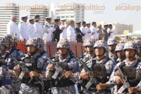 Boca del Río, Ver., 23 de noviembre de 2017.- La Secretaría de Marina, a través de la Primera Región Naval, celebra el Día de la Armada de México con un desfile y entrega de reconocimientos a marinos destacados. El gobernador del Estado, asistió como invitado.