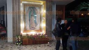 Coatzacoalcos, Ver., 12 de diciembre de 2017.- En el Santuario de Guadalupe, fieles católicos festejaron a la Virgen María la medianoche de este lunes.