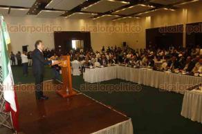 Boca del Río, Ver., 12 de diciembre de 2017.- El presidente nacional de COPARMEX, Gustavo de Hoyos, asistió al desayuno mensual de los socios de esta cámara. El gobernador Miguel Ángel Yunes Linares acudió como invitado especial.