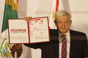 Ciudad de México, 12 de diciembre de 2017.- El líder de MORENA, Andrés Manuel López Obrador, se registró como precandidato a la Presidencia para el 2018.