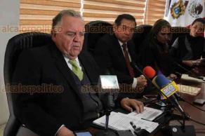 Xalapa, Ver., 12 de diciembre de 2017.- Al término de la sesión de Judicatura, el magistrado presidente del TSJE, Edel Álvarez Peña, hizo un brindis navideño con reporteros que cubrieron la sesión de hoy.