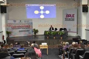 """Xalapa, Ver., 13 de diciembre de 2017.- La tarde de este miércoles, se desarrolló el conversatorio """"Hostigamiento y Acoso Laboral"""", en el auditorio """"Leonardo Pasquel"""" del OPLE."""