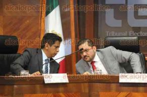 Xalapa, Ver., 14 de diciembre de 2017.- En sesión solemne el magistrado Eduardo Sigala Aguilar tomó protesta a José Oliveros Ruiz, como magistrado presidente del Tribunal Electoral de Veracruz.