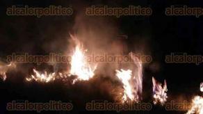 Orizaba, Ver. 14 de diciembre de 2017.- Comuneros que integran la Brigada contra Incendios de la CONANP, reportaron 4 incendios en la cara norte de las faldas del Pico de Orizaba; las llamas se adentraron al sector considerado como área protegida, por el Gobierno Federal.