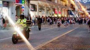 Xalapa, Ver., 15 de diciembre de 2017.- Caravana Navideña de niños del CENDI; el recorrido inició en la calle 5 de Febrero y finalizó en el Parque Juárez, esta tarde-noche. Participó la Marching Band Panteras.