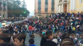 Xalapa, Ver., 16 de diciembre de 2017.- Un gran público disfruta del Desfile Navideño que se desarrolló por las calles del centro de esta ciudad.
