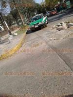 Xalapa, Ver., 17 de enero de 2018.- Reporta obstrucción de la vialidad por obra de reparación de fuga, en la calle Médicos esquina con avenida Ruíz Cortínes, frente a la Unidad de Ciencias de la Salud.