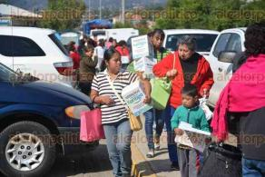"""Xalapa, Ver., 20 enero 2018.- El gobernador Miguel Ángel Yunes Linares entregó la credencial 600 mil del programa """"Veracruz comienza contigo"""" de SEDESOL."""
