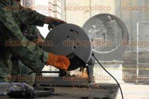 Ciudad de México, 22 de enero de 2018.- En la Catedral Metropolitana, militares recibieron armas a cambio de dinero como parte de las jornadas de desarme en la capital del país.