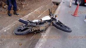 Xico, Ver., 17 de febrero de 2018.- Muere motociclista la tarde de este sábado en la carretera que comunica de San Marcos a Xico, a la altura del restaurante Doña Meche, al chocar de frente contra una camioneta.