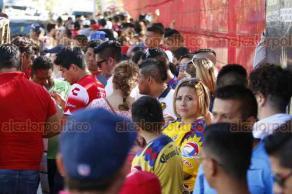 Boca del Río, Ver., 18 de febrero de 2018.- Largas filas para entrar al estadio Luis