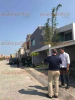 Alvarado, Ver., 20 de febrero de 2018.- Personal del Ayuntamiento apoyados por elementos de la SSP quitó este mediodía, las plumas de seguridad al ingreso del fraccionamiento.
