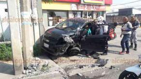 Veracruz, Ver., 20 de febrero de 2018.- Un aparatoso accidente se registró la tarde de este martes, en la avenida Miguel Alemán y Abraham Morteo, en la colonia Rébsamen.