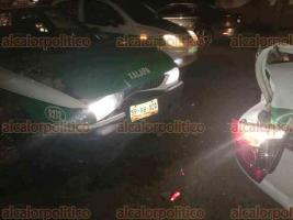 Xalapa, Ver., 20 de febrero de 2018.- La noche de este martes, se registró un choque por alcance sobre la avenida Miguel Alemán entre dos taxis y una camioneta Grand Cherokee.