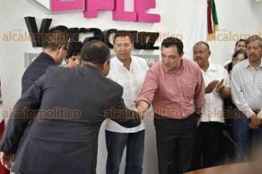 Xalapa, Ver., 21 de febrero de 2018.- Fernando Retureta García se registró por la coalición PRI-Verde Ecologista como candidato a la alcaldía de Emiliano Zapata, en elecciones extraordinarias.