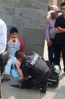 Xalapa, Ver., 21 de febrero de 2018.- Alrededor de las 13:30 horas se registró un accidente en la avenida 20 de Noviembre a la altura de CAXA; una camioneta impactó a un motociclista, el cual resultó herido.