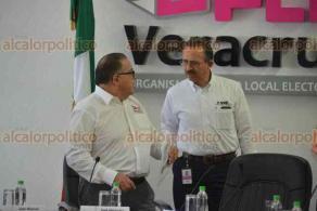 Xalapa, Ver., 17 marzo 2018.- En conferencia de prensa, el consejero presidente del OPLE, Alejandro Bonilla y el vocal de la Junta Local del INE, Josué Cervantes, afirmaron que existen condiciones para las elecciones extraordinarias de este domingo.