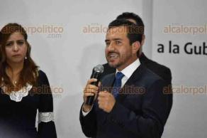 Xalapa, Ver., 19 de marzo de 2018.- El candidato de la coalición Por Veracruz al Frente, Miguel Ángel Yunes Márquez, se registró como candidato a la gubernatura del Estado ante el Organismo Público Local Electoral (OPLE).