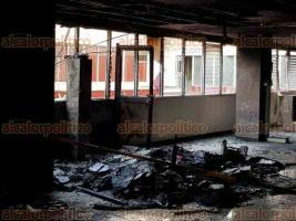 Córdoba, Ver., 19 de marzo de 2018.- Así quedó el área de recepción de consulta externa del IMSS de la zona 8 tras incendio de la madrugada de este lunes.