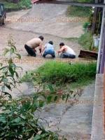 Xalapa, Ver., 20 de marzo de 2018.- Vecina de la privada De Agustín Serdán, ubicada en la salida nueva a Coatepec, pide al Ayuntamiento solucionar problemas de su calle; con la fuerte lluvia de este martes, la vía se inundó.