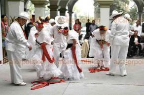 Xalapa, Ver., 21 de marzo de 2018.- Alumnos del Centro de Rehabilitación e Inclusión Social de Veracruz (CRISVER), bailaron en el patio central del Palacio Municipal, para celebrar el Día Internacional del Síndrome de Down.