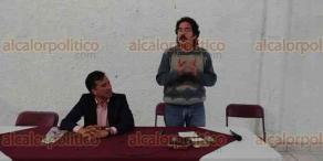 """Xico, Ver., 23 de marzo de 2018.- La tarde de este viernes, el historiador Pedro Salmerón Sanginés presentó el foro """"Veracruz, entre la transición y la monarquía"""