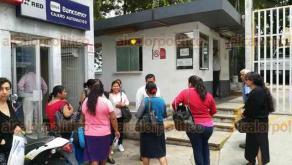 Xalapa, Ver., 19 de abril de 2018.- Familiares de pacientes internados en el Centro Estatal de Cancerología, se inconforman ante la decisión de trasladar a enfermos a Veracruz, acusan que por falta de oncólogo pretenden moverlos.