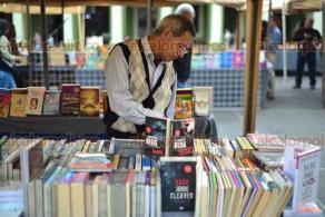 """Xalapa, Ver., 20 abril 2018.- Inauguran la Feria del Libro de Xalapa """"Manantial de la lectura"""", en Plaza Lerdo; expositores estarán hasta el lunes 30 de abril. Asistieron el alcalde Hipólito Rodríguez y regidores."""