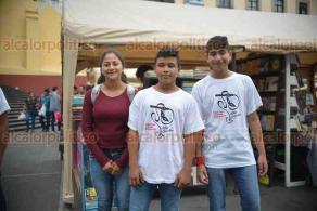 Xalapa, Ver., 23 abril de 2018.- Deportistas de halterofilia, atletismo y otras disciplinas protestan en Plaza Lerdo; exigen al IVD el pago de becas.