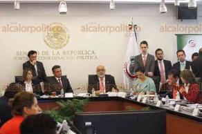 Ciudad de México, 24 de abril de 2018.- Las comisiones unidas de Gobernación, Estudios Legislativos y de Radio, Televisión y Cinematografía discutieron la Ley General de Comunicación Social que en lo general está aprobada, en lo particular sube al Pleno para su discusión y aprobación.