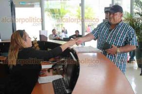 Xalapa, Ver., 24 de abril de 2018.- El candidato a la Agencia Municipal de Villa Allende, en Coatzacoalcos, Noriel Prot, denunció ante la Fiscalía General del Estado a quienes alteraron elecciones en la congregación, el pasado 8 de abril.