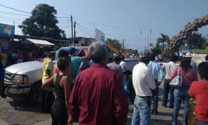 Álamo Temapache, Ver., 25 de abril de 2018.- Habitantes de la comunidad Cerro Dulce exigen respeto a su democracia, tras la elección de Agente Municipal; acusan que Alcalde quiere imponer a otra persona.