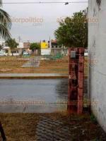 Veracruz, Ver., 26 de abril de 2018.- Fuerte tormenta eléctrica pega en la zona conurbada Veracruz-Boca del Río, un rayo cayó en una banca de un fraccionamiento y la partió en dos.