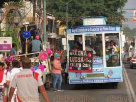 """Xalapa, Ver., 19 de mayo de 2018.- La tarde de este sábado, se desarrolló la tercera edición del """"Desfile de las Flores"""", que inició en la avenida Maestros Veracruzanos, pasó por Xalapeños Ilustres, Enríquez y terminó en el Teatro del Estado."""