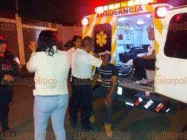 Coatepec, Ver., 20 de mayo de 2018.- Sujetos golpearon a un joven para asaltarlo cuando salía de la feria, la agresión se registró sobre el camino a Casas GEO, a donde se movilizaron paramédicos de Cruz Ámbar para atenderlo, no se reportan personas detenidas.