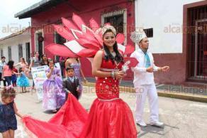 Xalapa, Ver., 20 de mayo de 2018.- Con éxito se desarrolló el segundo Desfile de las Flores tradición, arte y cultura, con la participación de marching bands, escuelas de baile y comparsas, en el Centro de la ciudad.