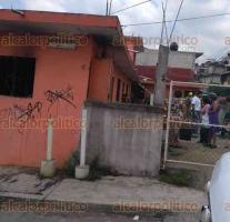 Xalapa, Ver., 24 de mayo de 2018.- Se incendió vivienda en la colonia Veracruz, Bomberos y Protección Civil acudieron a sofocar el fuego; una persona resultó lesionada al tratar de romper un cristal para ingresar a la casa.
