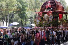 """Ciudad de México, 26 de mayo de 2018.- Cientos de personas participan en el 16 Desfile Ratha Yadra México, en avenida Reforma. Danza, cultura y diversas actividades se ofrecen en el """"Jardín Puskin"""", en avenida Cuauhtémoc, este fin de semana."""