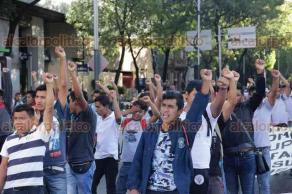 Ciudad de México,26 de mayo de 2018.- Padres de los 43 normalistas de Ayotzinapa y familiares de mujeres desaparecidas en Ciudad Juárez, Chihuahua, marcharon del Ángel de la Independencia al Hemiciclo a Juárez para exigir justicia.