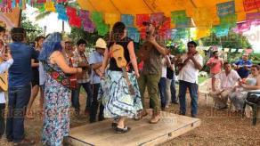 """Amatlán, Ver., 26 de mayo de 2018.- Este sábado se efectuó el 11° Fandango Fronterizo, en el comedor de """"Las Patronas"""", en donde Norma Romero reconoció el mensaje de esperanza de grupos soneros de Xalapa, CDMX y otros lugares."""