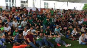 Veracruz, Ver., 17 de junio de 2018.- El gobernador Miguel �ngel Yunes Linares acudi� a la Macro Plaza a ver el partido de M�xico en compa��a de su hijo, el alcalde de Veracruz. Debido a esto, la reuni�n del grupo de Coordinaci�n Veracruz ser� ma�ana en el 68 Batall�n Militar de Boca del R�o.