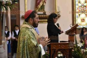 Xalapa, Ver., 17 de junio de 2018.- Este domingo, el arzobispo Hip�lito Reyes pidi� una oraci�n para todos los padres del mundo a fin de que Dios les d� sabidur�a para acompa�ar y educar a sus hijos.
