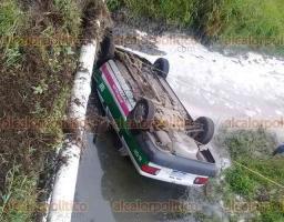 Naolinco, Ver., 18 de junio de 2018.- Muere taxista tras volcar, la unidad cay� a un caudal de aguas negras y falleci� ahogado, en San Marcos Atexquilapan.