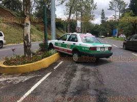 Xalapa, Ver., 18 de junio de 2018.- En la avenida Murillo Vidal frente al MIX se registr� un accidente entre un taxi y un veh�culo particular, este lunes.